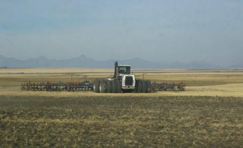 贵过布加迪威龙,每分钟耕地6亩的巨无霸拖拉机