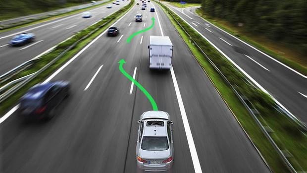 谷歌腹背受敌,自动驾驶将提前商业化