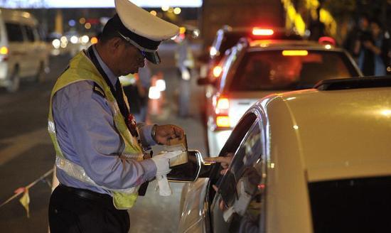 新技术或终结酒驾:酒精含量超标将无法启动汽车