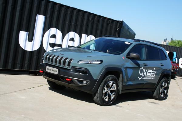 暖男硬汉两相宜:体验Jeep自由光Trailhawk高性能版