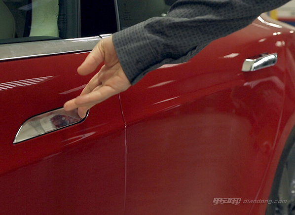 特斯拉Model S P85D把手失灵